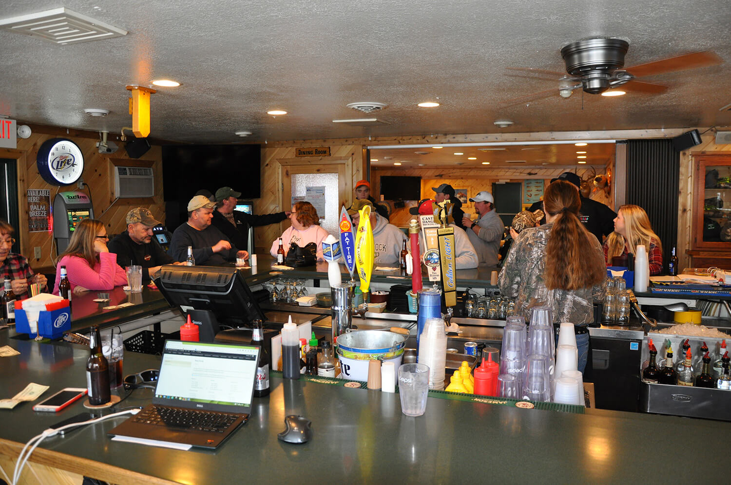 the crowd at hunters point resort bar