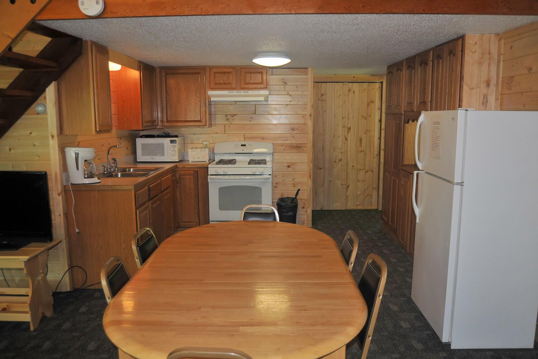 cabin 5 dining area 1