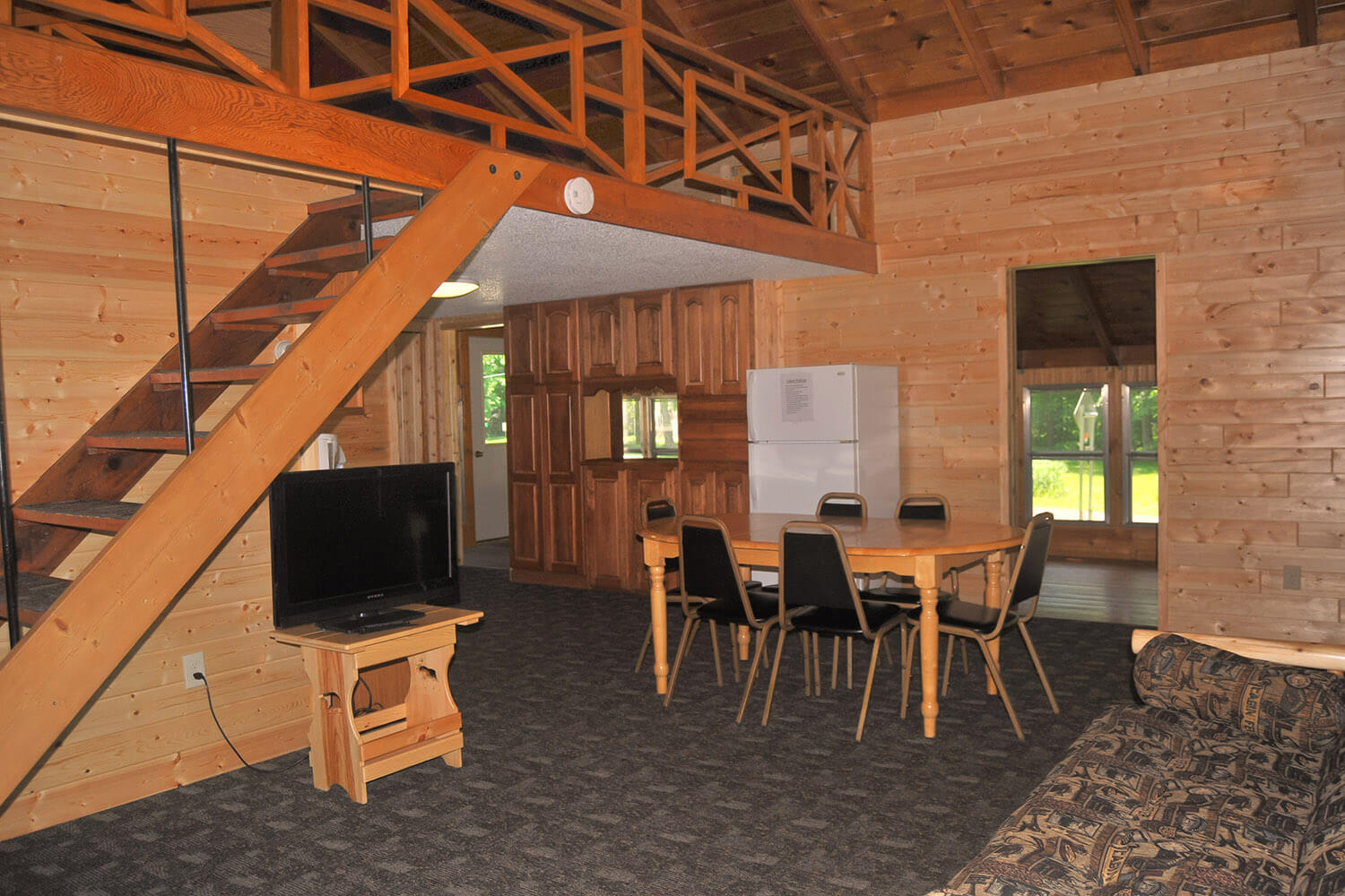 cabin 5 living room 3