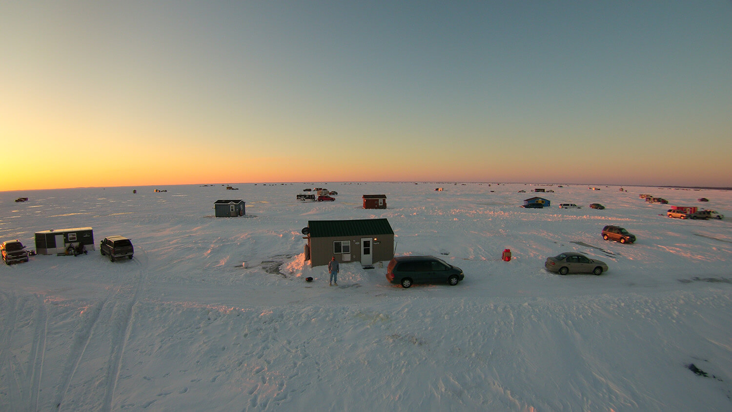 Mille lacs lake ice fishing house rentals ice fishing for Lake mille lacs ice fishing
