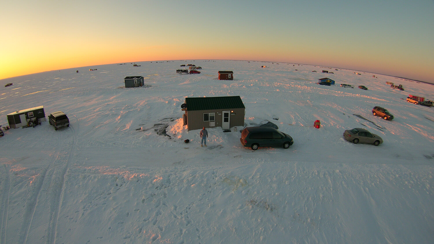 Private fish house services mille lacs lake fishing for Mille lacs ice fishing